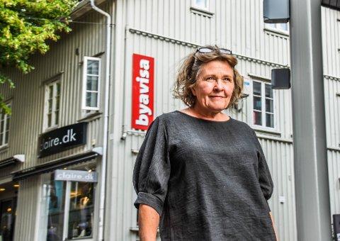 MED KJÆRLIGHET: Etter oppveksten i Trondheim har den nygamle Byavisa-redaktøren Bente Wemundstad (58) hatt en heller omflakkende journalist- og forfattertilværelse. Fembarnsmora vet at den nye jobben ikke er over klokken 16, og har leid seg pendlerleilighet på Barkåker. Men det er Tønsberg hun virkelig elsker.
