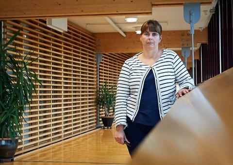 Kommuneoverlege Anita Carlson i Namsos kommune pauser nå vaksineringen inntil hun får beskjed fra fagmyndighetene i at det er greit å fortsette.