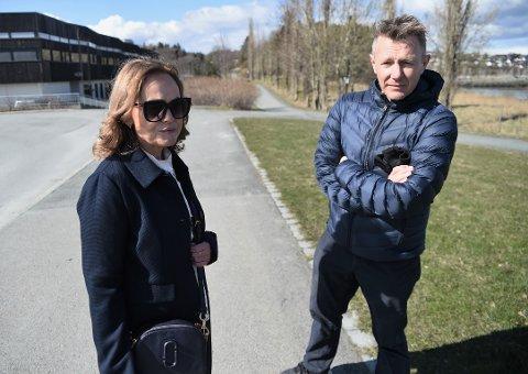 TRYGGHET: Tone Wanderås og Espen Leirset i Levanger Ap mener sykkeltyveriene i Levanger går på tryggheten løs.  – Dette skaper en utrygghet som svekker tilliten i samfunnet.