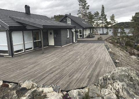 Hagefjorden Panorama: Dette er to av flere fritidsboliger som er oppført i feltet. De to ekstra hyttetomtene ligger i bakkant av hyttene som nå er oppført.Arkivfoto
