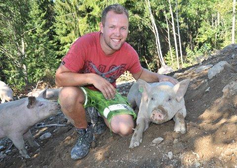 FRITTLIV:Kristian Frøshaug Forbord er fasinert av grisene sine, som han mener er nysgjerrige, smarte, sosiale og reinslige.