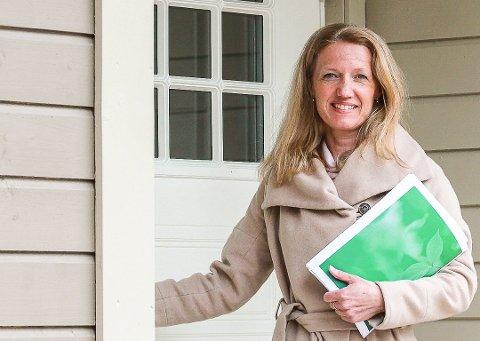 VIL TIL NESODDEN: Boligmegler Nina Bøe i Krogsveen merker at Nesodden har fått en oppsving i boligmarkedet. I 2019 var boligprisveksten størst på halvøya - med en vekst på nesten 10 prosent.