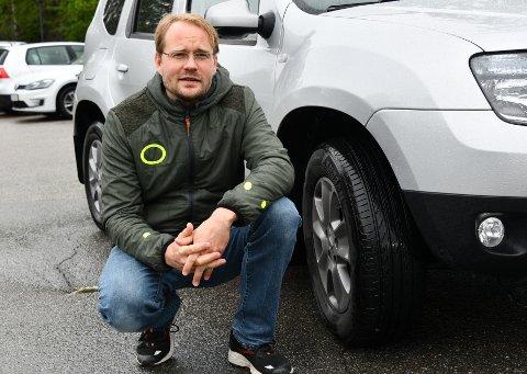 Tarje Aslesen (38) fra Nesodden er misfornøyd med at han ikke får erstatning fra Follo Ren for dekket som punkterte da han var innom Teigen miljøstasjon for å levere avfall.