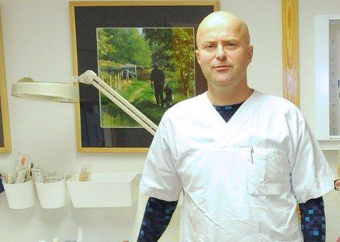 LEGE: Knut Selmer fra den tiden han jobbet ved legekontoret på Tynset. Nå har han siktet beite.