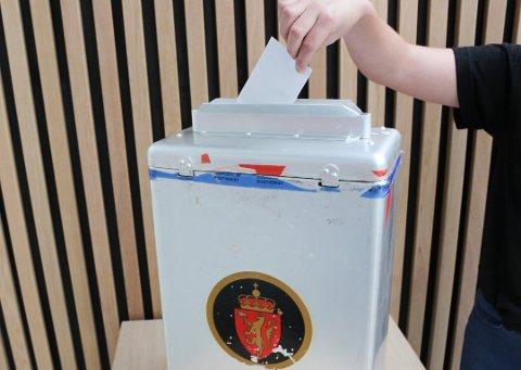 FØRSTE GANG: Det er 449 personer bosatt i Ås som kan debutere i valglokalet i år.