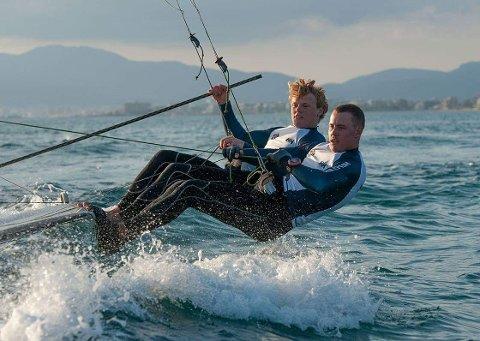 BLE NUMMER 45: Mads (fremst) og Tomas Mathisen kom på 45. plass av 108 båter i årets Trofeo Princesa Sofía på Mallorca.