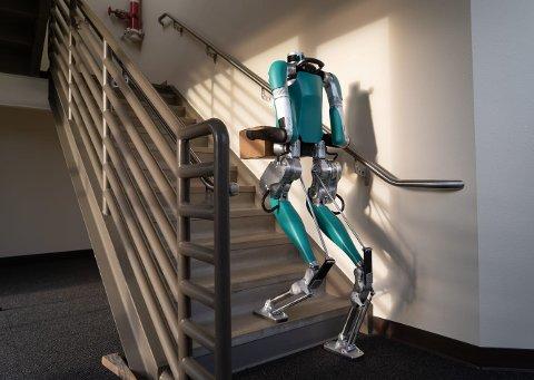 Utstyrt med armer og ben skal Digit jobbe side om side med mennesker for å gjøre varelevering rimeligere og mer effektiv for Fords nyttekjøretøykunder.