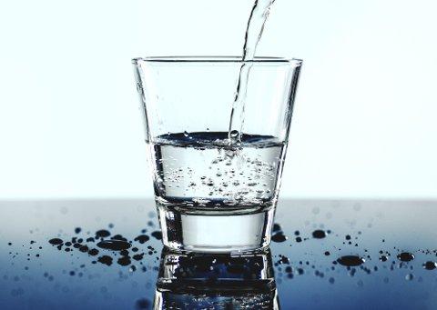 Hvor regelmessig blir det tatt fullstendige kjemiske, fysiologiske og mikrobiologiske prøver av drikkevannet i Lindås, Meland og Radøy kommuner?  Folk må kunne forlange trygt drikkevann fra springen.