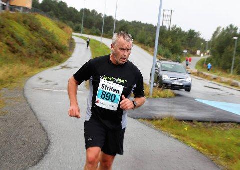 Svaksynte Jens-Olav Johannessen var veldig godt fornøgd med debuten i Knarvikmila. Han sprang 10 km, som var hans første løp etter den omfattande hjernesvulst-operasjonen.