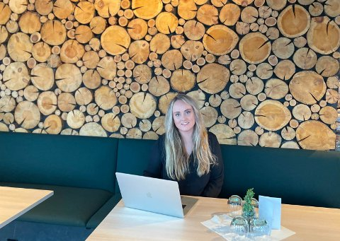 NYANSATT: Gerd Leiros har blitt ansatt i Løwini som interiørarkitekt. I jobben skal hun fortsette å ta oppdrag i Narvik-regionen, slik som hun har gjort tidligere. Det er hun som står bak interiørløsning på Furu Gastropub.