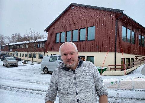 Taus: Konstituert rektor Eirik Stensland vil ikke kommentere saken nå, men viser til at Knut Hamsun vgs. innen 19. mars skal gi et samlet innspill til skoleeier der man kommenterer rapporten i sin helhet.