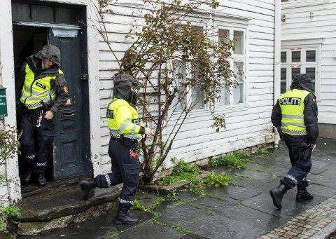 Politiet i Bergen gikk mandag til razzia mot blant annet et bolighus i Skuteviken. Nå er tre menn siktet for å ha organisert sexsalg for en gruppe rumenskle kvinner i Bergen.