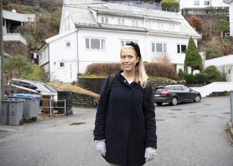 Student Karen Tønjum (28) er oppvokst i Starefossveien på 5019 Bergen – ett av de rikeste strøkene i Bergen, målt i snittinntekt og andel millionærer.