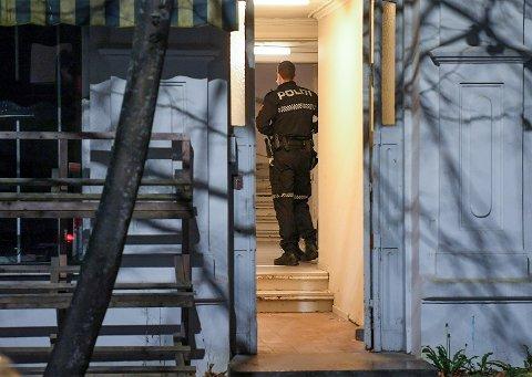 En mann ble slått i en leilighet i sentrum fredag kveld.