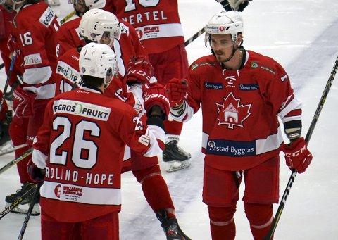 Eduard Hartmann ble takket av i helgen. Slovaken, som har vært spillende trener, spilte sine siste kamper i «Badekaret». Her blir han takket av.