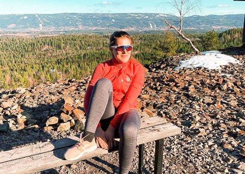 TRIVES UTE: Agnes Irene Longfjeld trives med å være ute, og å trene. Heretter blir det imidlertid for moroskyld og ikke som satsende langrennsløper. Her fra en tur på Gruvetråkka i vår.