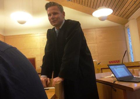 32-åringen og hans forsvarer, Jan Christian Kvanvik, er fornøyd med dommen. Nå kan han begynne på behandlingsoppleget igjen etter jul.