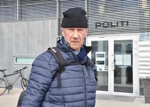 Kjell Wang (69) fikk kink i ryggen, var øm i begge armer og vondt i ryggen etter opplevelsen på Børter i mars. Han reagerte da grunneier mente han hadde rett til å ta sykkelen hans.