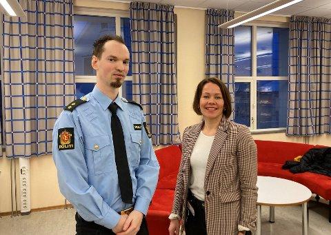 OPPFORDRER: Jacob Jacobsen og Sirin Høyen oppfordrer foreldre og barn til å prate om alt det skumle og ikke skumle man kan komme over på nett.