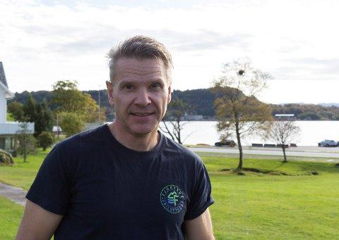 SØKER PROSJEKTLEIAR: Bjarte Engevik i Fjordane Friluftsråd treng ein som kan styre ryddeprosjektet langs kysten.