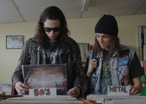 Sær duo: Zakk og Brodie får litt og handskes med i «Deathgasm». En film for spesielt interesserte.Foto: FIlmweb.no