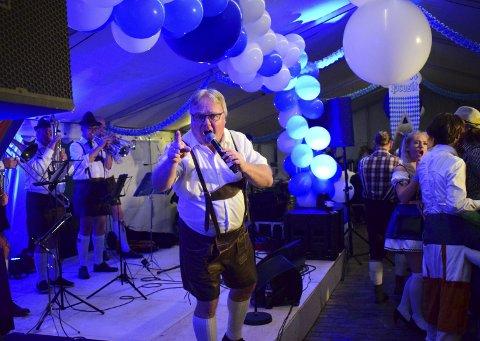Rundt 500 konserter: Dag Solheim er en erfaren oktoberfest-vokalist.  Dette bildet er tatt i Sarpsborg i år. (foto: Katrine Hammer)