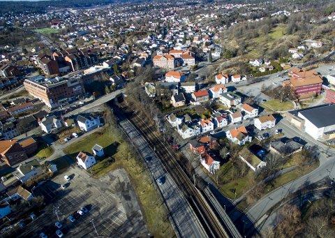 Får lokalt kontor: Østfold skal beholde rundt en fjerdedel av arbeidsplassene i administrasjonen i Viken i nye lokaler, enten ved den kommende jernbanestasjonen på Grønli (på bildet) eller i Sarpsborg. Men det vil gå noen år.  (Arkivfoto: Erik Hagen)