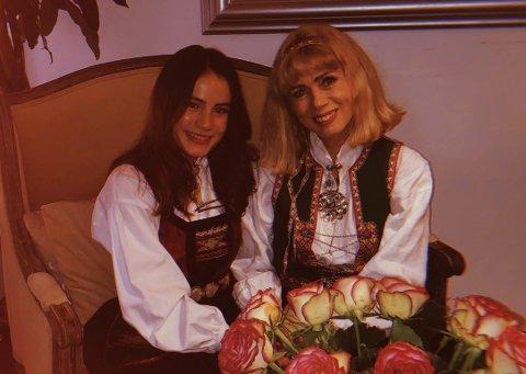 Kornelia Eline Skogseth og Talina Hansen Skogseth ville gjøre noe hyggelig for andre på julaften.