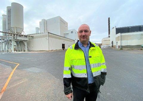 LEDER MILLIARDBEDRIFT: Administrerende direktør Jan Klauset ved Kronos Titan måtte gå til permitteringer våren 2019, men tok senere inn igjen alle permitterte. Nå skal han rekruttere nye medarbeidere.