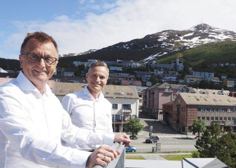 Skal satse videre: Daglig leder Roger Bergersen og styreleder Eirik Frantzen er klar til å sette Forte Narvik i gang med nye prosjekter. I selskapet Narvikfjellet som man eier sammen med Narvikgården skal det investeres mellom 500 millioner og en milliard de kommende årene. Allerede neste høst kan både en campingplass og ny gondol være på plass. Blir man enige med Narvik kommune kan det og bli et badeland, og en byheis fra sentrum og opp i fjellet er også på tegnebrettet.Foto: Terje Næsje