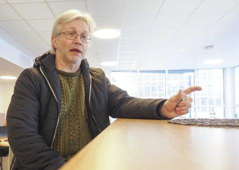 HOVEDTILLITSVALGT: Børre Liebeck fyrer løs mot politikere som han mener beveger seg helt på grensen til trakassering og ulovlig mobbing av kommunalt ansatte parkeringsvakter. Han forlanger at politikerne beklager utsagn – både denne gangen og tidligere. Foto: Terje Næsje