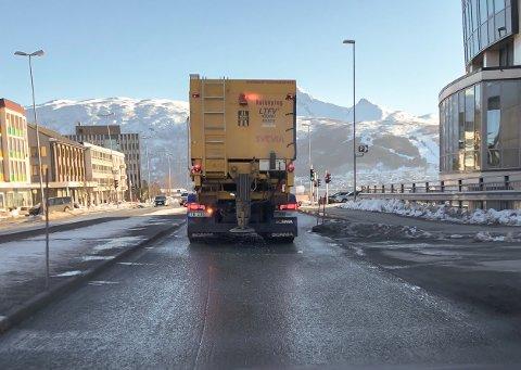 BELASTET: Narvik sentrum er tungt belastet av trafikk. Nå kommer penger på NTP til tunnel.