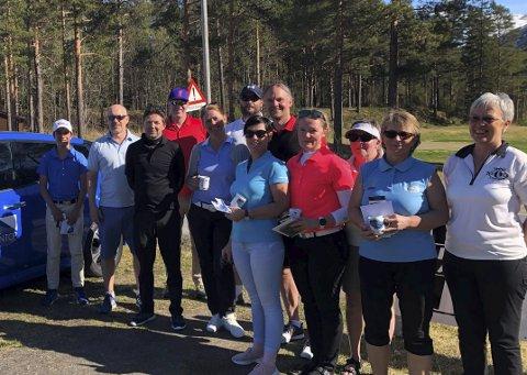 GLADE GOLFERE: Golfsesong lokalt ble åpnet sist helg. Over 70 golfere deltok på den vårlige banen i Skjomen Golfpark.
