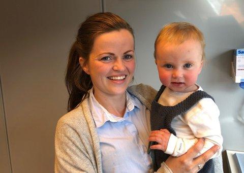 Ny tannpleier: Elisabeth Ødegaard sammen med en av sine to sønner Johannes (1).