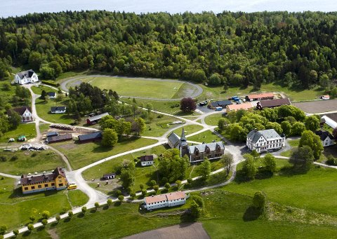 LAVSIKKERHET: Bastøy fengsel er Norges største lavsikkerhetsfengsel.