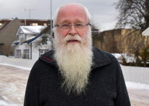 SIER NEI: - Kommunen har ikke råd til flytte bibloteket til Portalbygget. Kvadratmeterprisen er for høy, sier Alf Henriksen (R).