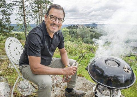 LIKHET: Alejandro Pérez er opptatt av at Kongsvinger skal være et godt sted å bo for alle, uansett om folk bor på den ene eller andre siden av elva. FOTO: JENS HAUGEN