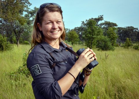 GUIDE: Stine Gulli er for tiden i Kenya og jobber som guide for turister. Hun fikk en fantastisk opplevelse rundt bilen sin med lekende unge løver.