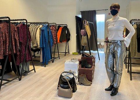 TØFF OG KREATIV: Renommerte OXHOLM i Oslo flytter midlertidig til Odalen: – Jeg skal ha åpent i tre dager denne uken og fire dager i neste uke, Parken kjøpesenter har ledige lokaler, derfor blir det en pop-up butikk, forteller Rikke Melstrøm (35) fra Skarnes.