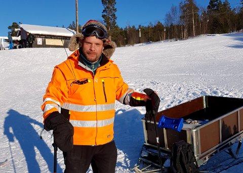 RADIOAMATØR: Ola-Matti Mittigård fra Lesja er en av 30 personer i Innlandet med en unik kompetanse for radio og det gamle sambandsutstyret til politiet.
