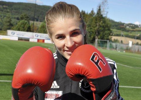 TØFF: Camilla Strøm fra Brandbu har hatt en strålende utvikling i løpet av de tre åra hun har drevet med kickboxing.