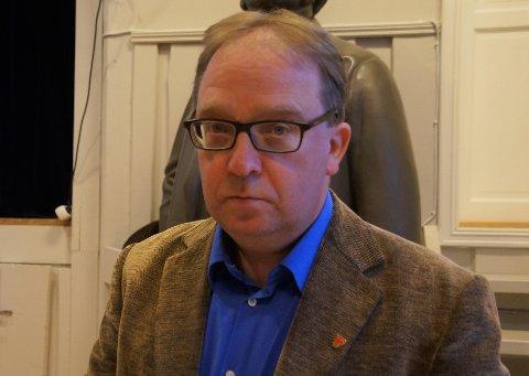 RÅDMANN: Rådmann Leif Arne Vesteraas forteller at kommunen velger konstituering for å fylle stillingen som biblioteksjef etter Wenche Nyass er ferdig i slutten av august.