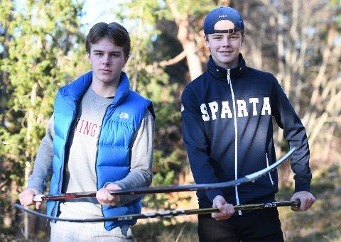 HOCKEYBRØDRE: Sondre (tv) og Simen Ahlsen er brødre. Haldensere, men med Sparta som klubb. Begge er på aldersbestemte landslag, og satser målrettet for å komme lengst mulig som hockeyspillere.