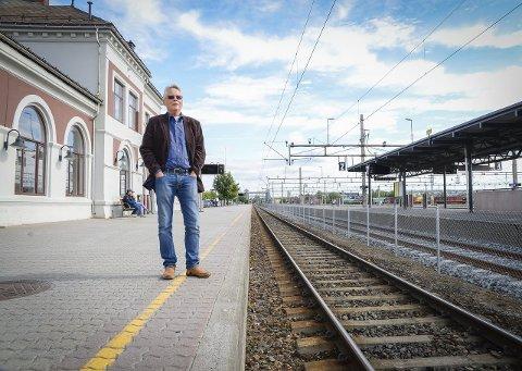 BER DISEN KOMME PÅ BANEN: Geir Bjørnar Smebye ber Disen Hageby vel komme på banen med synspunkter innenfor korridor øst. Det er ikke leder Audun Jensen med på. Foto: Jan M. Frengstad