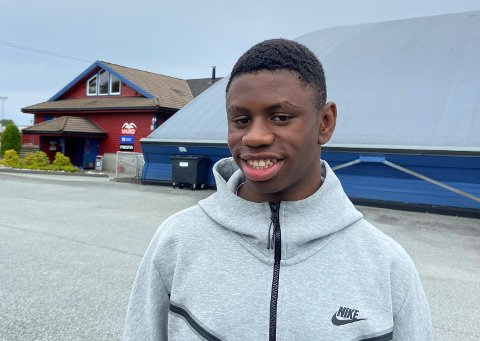 KLAR, FERDIG...: I helgen får Neo Dobson (14 år) for første gang jevnbyrdig motstand på 100 og 200 meter når han skal bryne seg på landets beste 17-åringer i Tyrvinglekene.