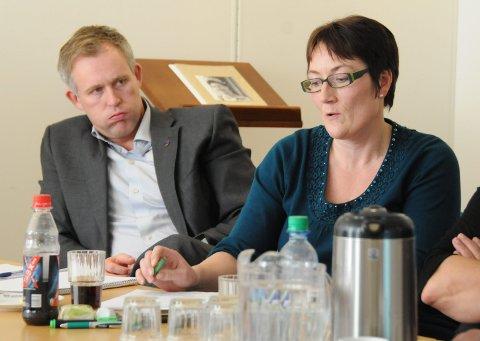 KLAGER: Hanne Nora Nilssen synes det er vanskelig å få innsyn i dokumenter. Til venstre: Børge Toft.Arkivfoto: Tor Martin Leines Nordaas