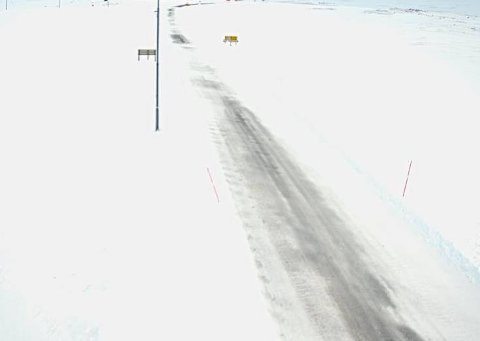GLATT: Flere steder i Finnmark har det vært plussgrader, og Statens Vegvesen advarer mot glatte veier.