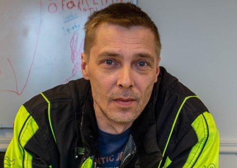 SUTTE PÅ LABBEN: – Det går på stumpene løs, når man går to måneder uten inntekt, forteller Øystein Johannessen etter at NAV stoppet sykepengene hans, da han meldte ifra om øvelsen.