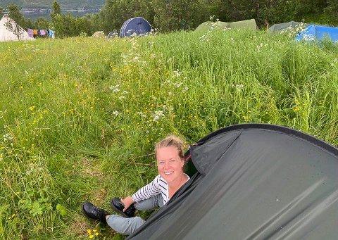 HAR TRUA: - Jeg har trua på dagens ungdom, sier SVs førstekandidat i Finnmark Amy Brox Webber, i demonstrasjonsleiren i Kvalsund.