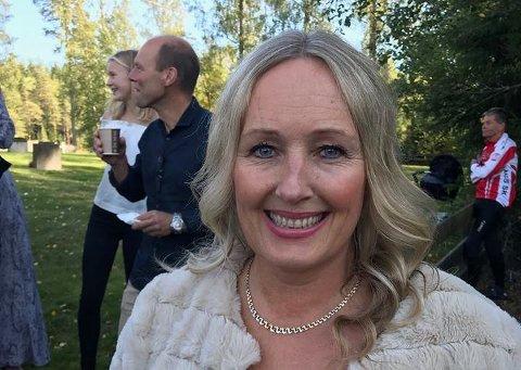 Ann-Margreth Ånestad vil varte opp med norske og amerikanske julesanger. Dette bildet ble tatt i forbindelse med vielsen til Astrid Mangen Ingebrigtsen og Filip Ingebrigtsen i Mangen kapell, hvor Ånestad sang.